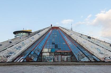 piramida w tiranie