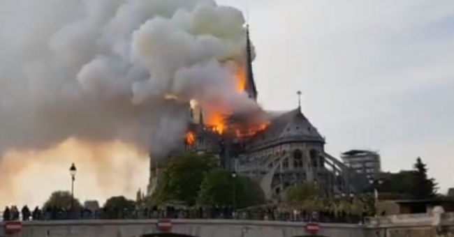 pożar Notre Dame w Paryżu - katedra gotycka