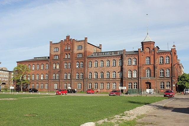 Gdańsk - budynek dyrekcji stoczni