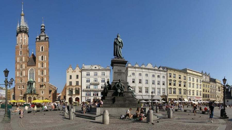 kamienica przy rynku i kościele mariackim w krakowie