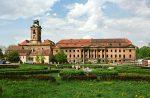 zamek i pałac w żarach