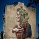 Łódzki mural - Kobieta z kurczakiem. Autor ETAM CREW