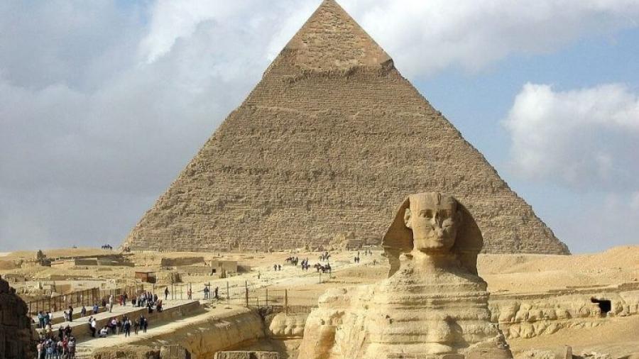 piramidy w gizie