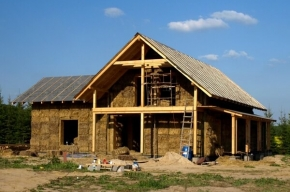 dom ze słomy i gliny