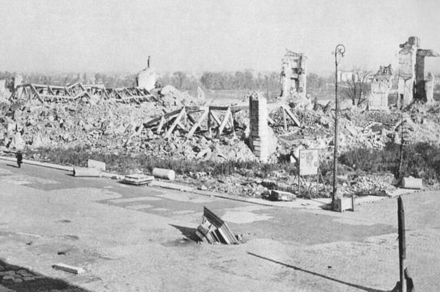 Zamek Królewski w Warszawie w 1945 po wysadzeniu przez Niemców.