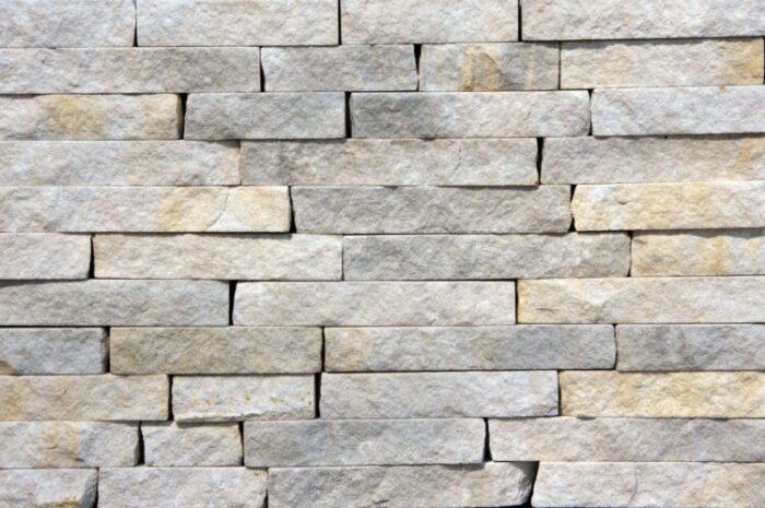 Dekoracyjny kamień naturalny – czy sprawdzi się w domu?