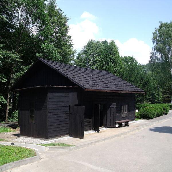 najstarsza kopalnia ropy naftowej w bóbrce - muzeum