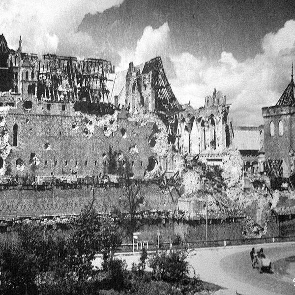 Zniszczenia zamku w Malborku po II wojnie światowej