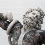 fabio viale - klasyczne marmurowe rzeźby wytatuowane